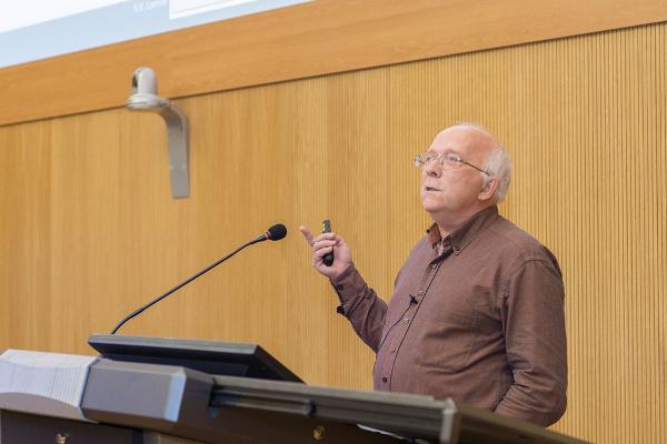 В ИППТ прошли открытые лекции ведущего в мире ученого в области волокнистых композитов профессора Университета Лёвена (KU Leuven, Бельгия) С.В. Ломова