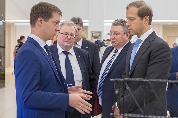 Денис Мантуров  выступил с лекцией в СПбПУ и ознакомился с новыми разработками ИППТ