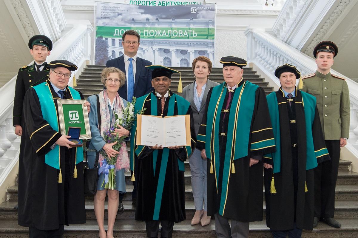 Профессор Субра Суреш стал почетным доктором Политехнического университета и познакомился с «инженерным спецназом» ИППТ СПбПУ