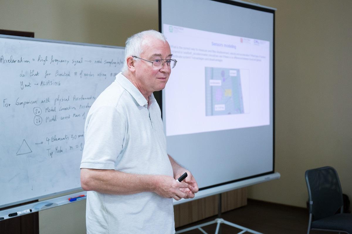 Под эгидой Центра НТИ СПбПУ прошел семинар Paul Du Bois «Моделирование ударных взаимодействий с применением программного пакета LS-DYNA»