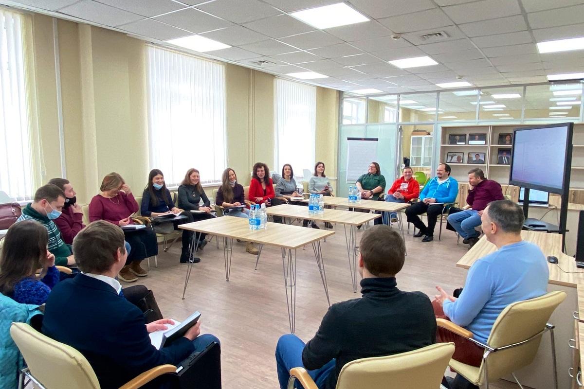 На базе ВШТП ИППТ Центра НТИ СПбПУ состоялся круглый стол по вопросу организации проектной командной деятельности студентов международных образовательных программ