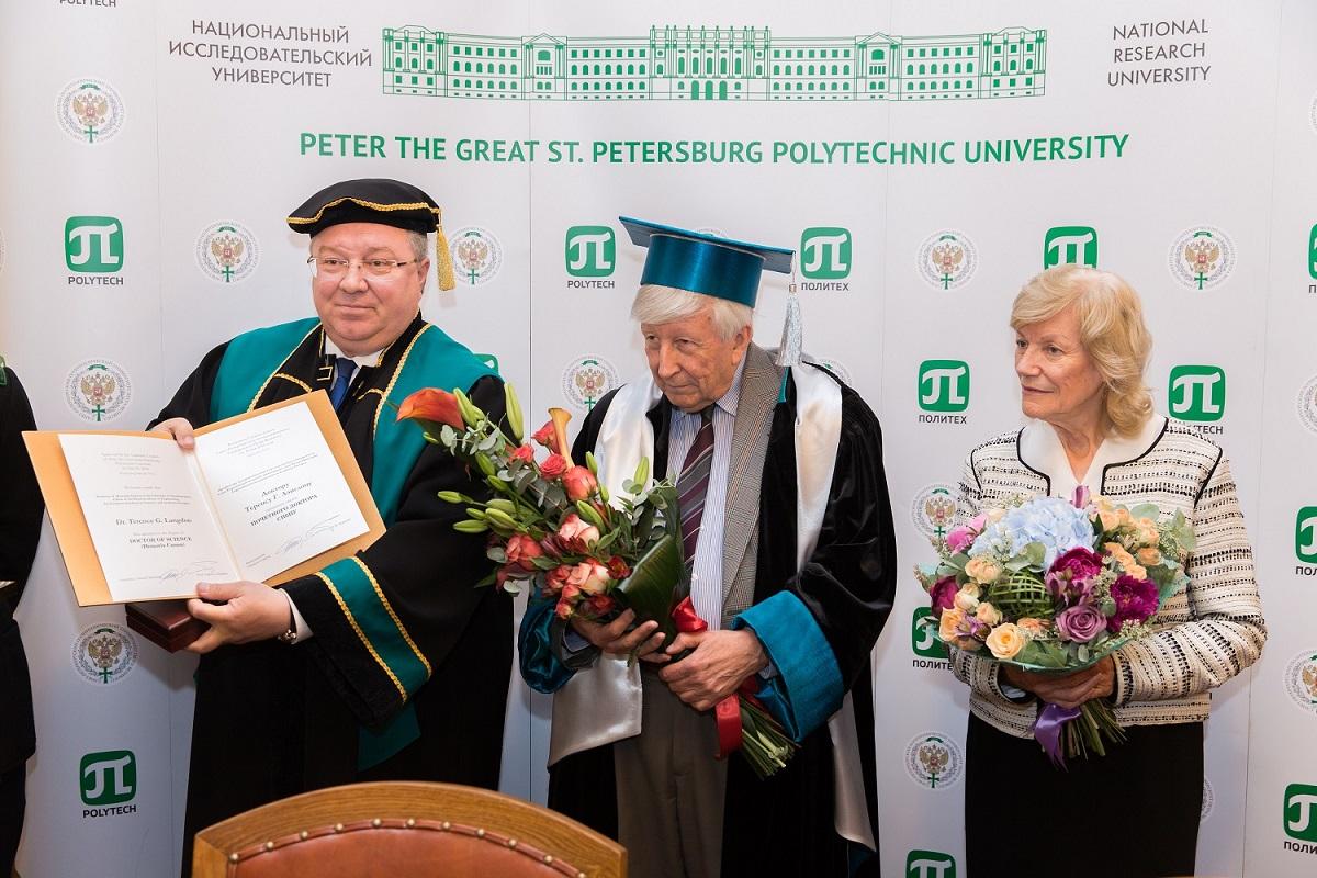 Профессор Теренс Лэнгдон стал Почетным доктором СПбПУ и выступил с лекцией в ИППТ СПбПУ